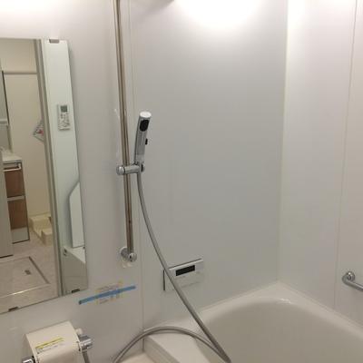 シャワーの取り付け位置は高さを変えられます