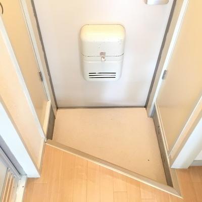玄関の形!尖ってます。サイドに収納