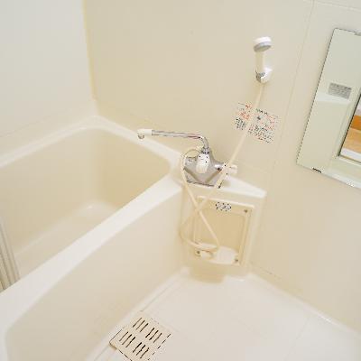 お風呂もまだまだきれいで、乾燥機つき!