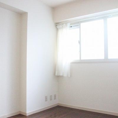 廊下側の洋室も6帖の広さがあります(※通電前です)