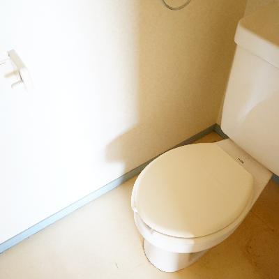 トイレも個室ですよ♪