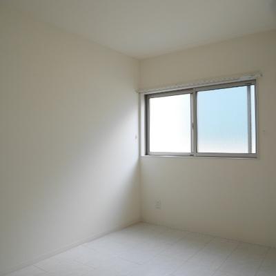 寝室も明るいです