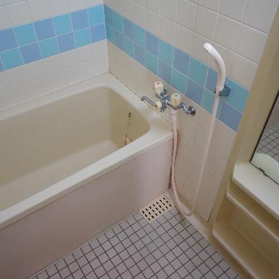 お風呂もブルーのアクセント♪追い焚きついてます!
