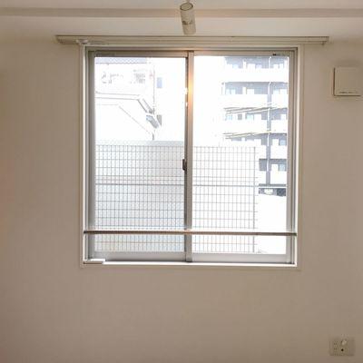 窓、景色は期待できません