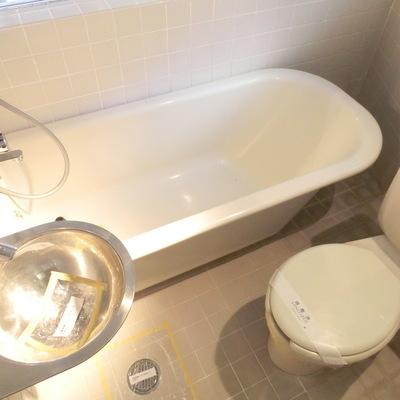 浴槽も深々です