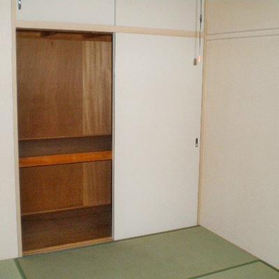 収納付きの和室。