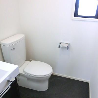 トイレは脱衣所に併設です。