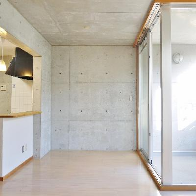 こっちの壁はコンクリート。
