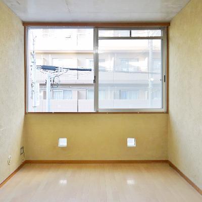 7.5帖の洋室も窓が大きい!
