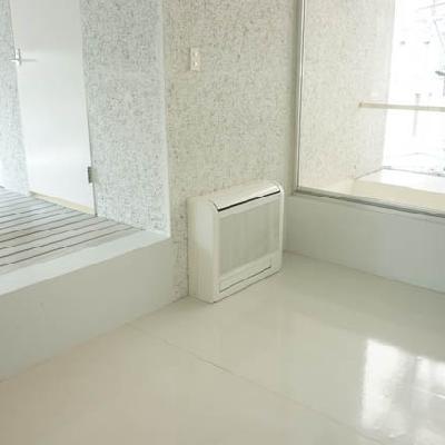 奥の4.4帖の洋室にはベッドを置いて。※写真は別室です