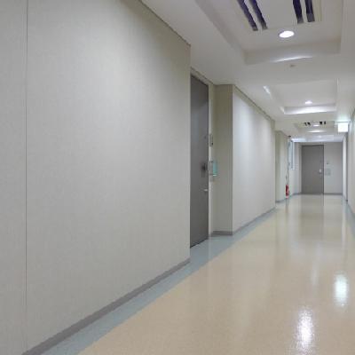 お部屋がある階の廊下です。
