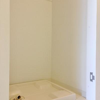 洗濯機置き場は扉付き◎