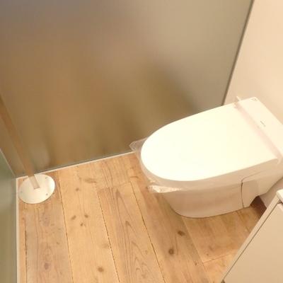 トイレ、独立してるボタンがカッコ良い