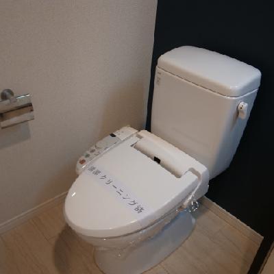 トイレも充分な設備※写真は別部屋になります。