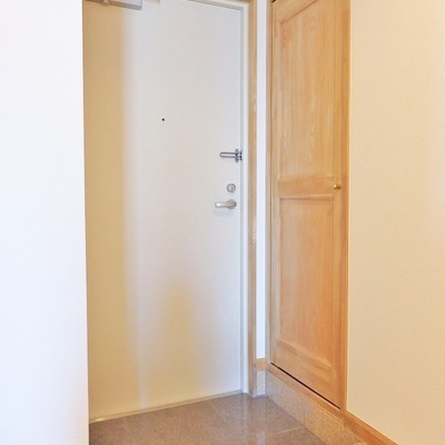 玄関にはシューズボックス。