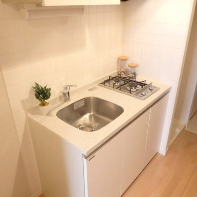 白くてコンパクトなキッチン
