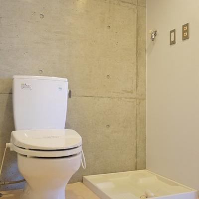 トイレの横に洗濯置き場。