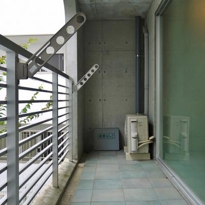 バルコニー兼玄関。
