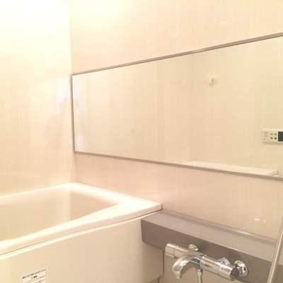 大きなミラーが嬉しい浴室