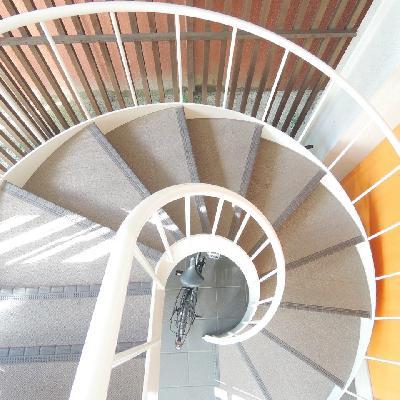 お部屋まではぐるぐるらせん階段を登ります。