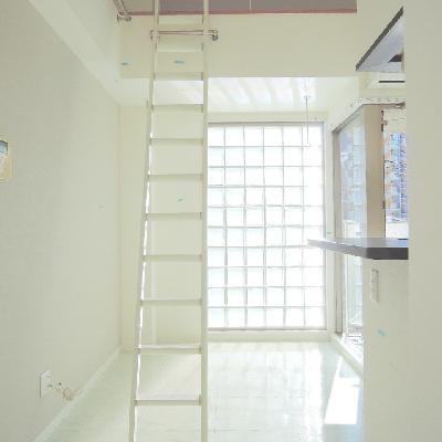 玄関あけるとはしごがドーン !