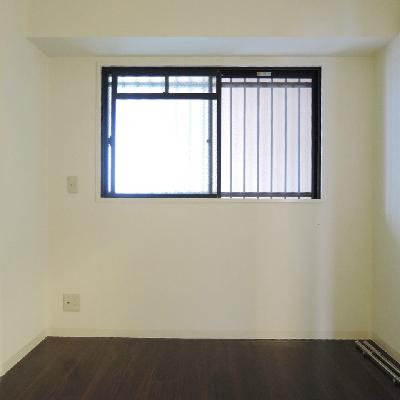 廊下に面した洋室は5.3帖 !