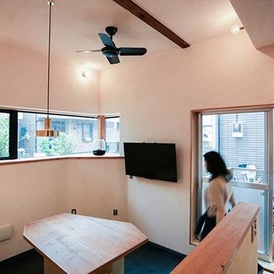共用のリビング。シェアハウスだからこそこの金額でこんな素敵なお部屋に住める!