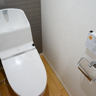トイレはウォシュレットとアクセントクロス♪