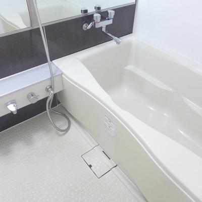 ゆったりの浴槽。