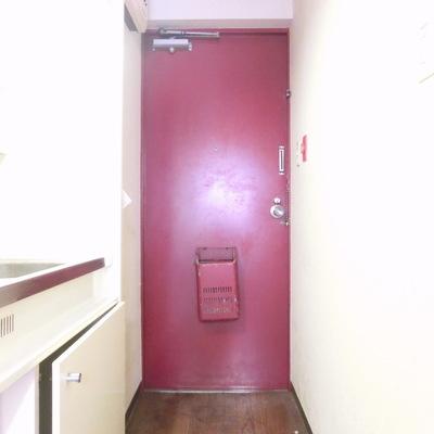 赤いドアが魅力的♪