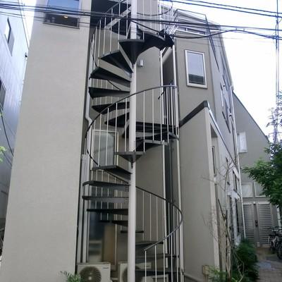 外にも螺旋階段がある〜!