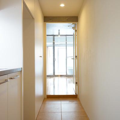 玄関からの光景。※写真は203号室