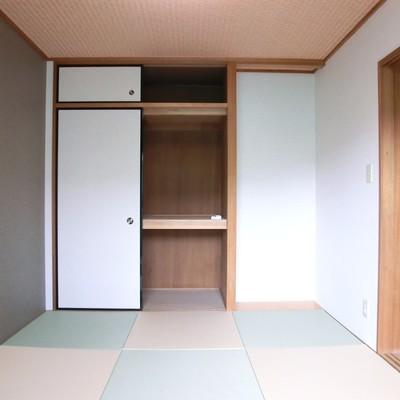 琉球畳がいいですね。