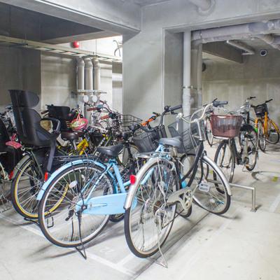 駐輪場は入り口のお隣です。