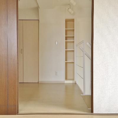 お隣は、お部屋というには少し狭いかな。何に使いましょう?