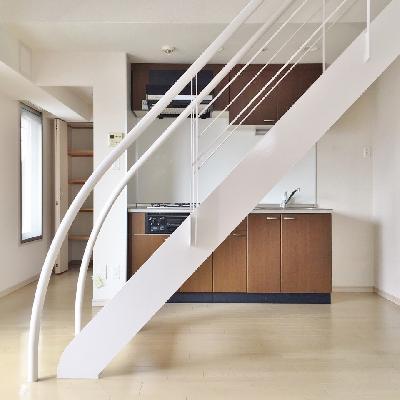 軽やかに階段が伸びています。