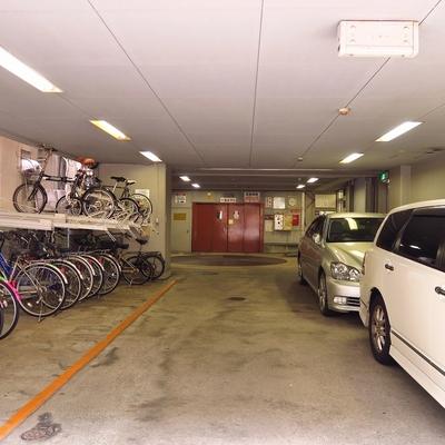 駐車場の奥には管理人室がございます。
