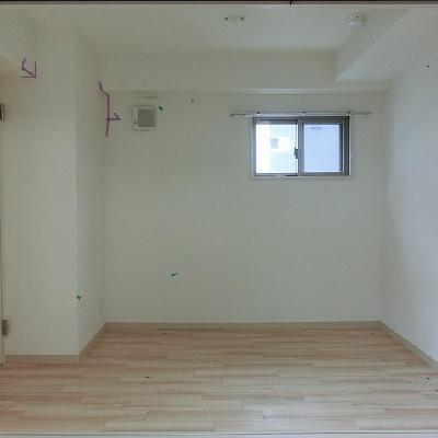 仕切り扉の奥は洋室