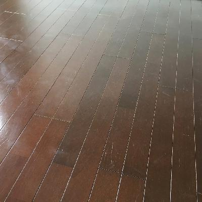 床の擦り傷が少し気になるところ。