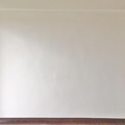 奥のお部屋もシンプルな白い空間。