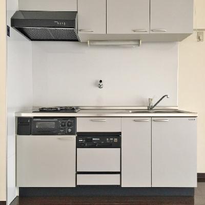 キッチンは驚きの充実設備。魚焼きグリル、食洗機つき!!
