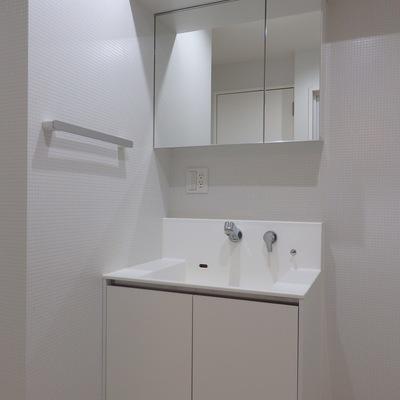 洗面台もシンプルホワイトで