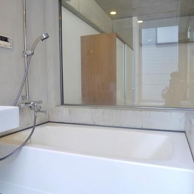 お風呂に入りながらテレビを見ちゃおう。