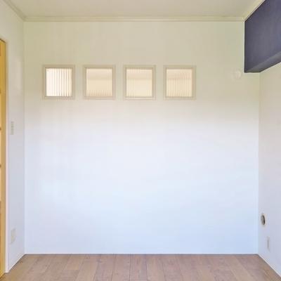 小窓が可愛らしく並んでます。