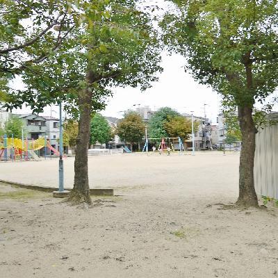 マンション横に広い公園があってのんびり!