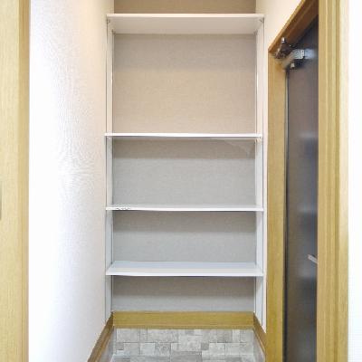 玄関の棚は移動できます。