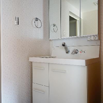 洗面台もゆったり機能的!