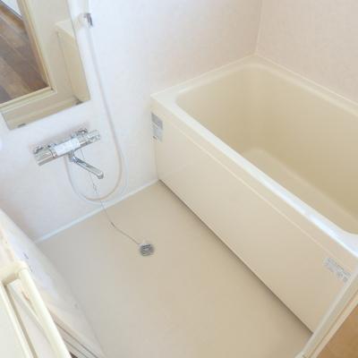 窓があって明るい浴室です!