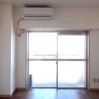 洋室、大きな窓が◎