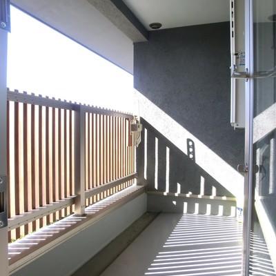 2階ベランダ。陽が射す
